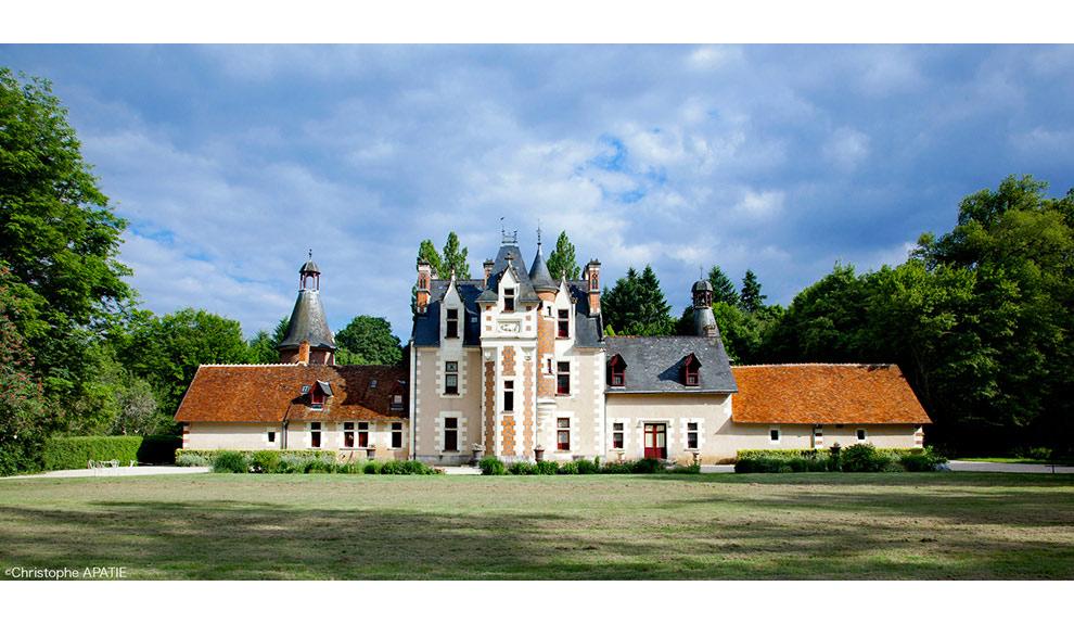 Шато де Труссэ – частный маленький замок долины Луары с хостингом